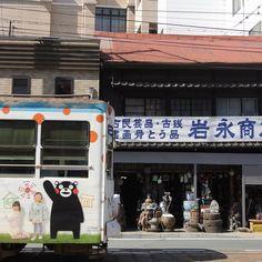慶徳校前電停付近 今回は店のシャッター開いてます #熊本市電 #路面電車 #市電 #電車 #熊本 #風景 #くまモン #kumamoto city tram #tram #railway #kumamon #kumamoto #japan #town landscape by naripy0118