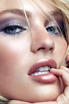 silver smokey eye and peach lips ~ we ❤ this! moncheriprom.com