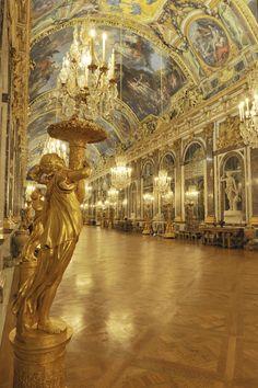 Vue actuelle de la galerie des Glaces de nuit, 2011, Versailles, châteaux de Versailles et de Trianon © EPV/ Christian Milet