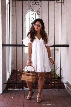 Discover recipes, home ideas, style inspiration and other ideas to try. Curvy Girl Outfits, Black Dress Outfits, Summer Dress Outfits, Summer Outfits Women, Looks Plus Size, Curvy Dress, Mode Chic, White Dress Summer, Frack