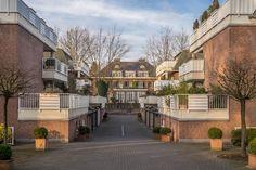 Villen an der Pferderennbahn Krefeld, Häuser aus Ziegel, Altbau neben Neubau