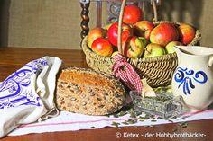 Ein Rezept für ein Kürbiskernbrot für Menschen mit eine Weizenunverträglichkeit. Durch die gerösteten Kürbiskerne bekommt das Brot einen nussigen Geschmack.