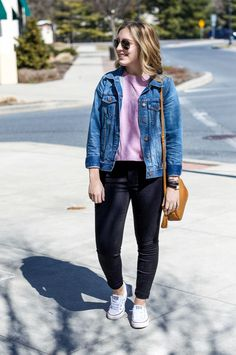 Madewell crop tee and high waisted jeans // casual denim outfit Demin Jacket, Jean Jacket Outfits, Jacket Style, Black Jeans Outfit, Denim Outfit, Trendy Outfits, Fall Outfits, Fashion Outfits, Girly Outfits