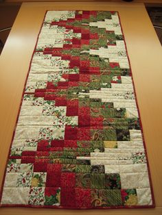 Bargello Quilting Table Runners New Ideas Quilted Table Runners Christmas, Christmas Patchwork, Patchwork Table Runner, Christmas Blocks, Christmas Runner, Table Runner And Placemats, Quilted Table Runner Patterns, Purple Christmas, Coastal Christmas