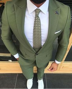 Moss green suit for men Are you a boss Ceo Enterpreneur Join us as an at and gain traffic on all social media platforms and wesbites Costume Vert, Mode Costume, Green Suit Men, Mens Fashion Suits, Men's Fashion, Urban Fashion, Fashion Menswear, Mens Suits Style, Fashion Guide