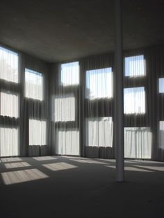 Kazuyo Sejima + Ryue Nishizawa / S A N A A Shadow Architecture, Japanese Architecture, Architecture Details, Interior Architecture, Ryue Nishizawa, Space Fabric, Entry Hallway, Curtain Designs, Kirchen