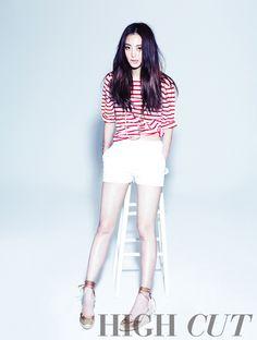 Han Ye Seul in stripes