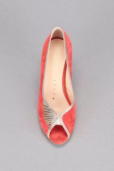#petitsplaisirs #ledeclicanticlope - Escarpins rouges cuir Ibiza Petite Mendigote. Via MonShowroom.com