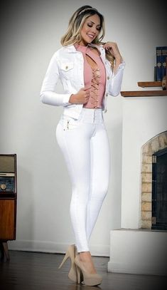 Model Outfits, Sexy Outfits, Sexy Older Women, Sexy Women, Girls Are Awesome, Painted Jeans, White Skinny Jeans, Lingerie, Sexy Jeans