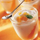 Suzi Wan Panna cotta au lait de coco et aux fruits rouges