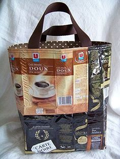 coffee bag bag--- am going to try to make a similar one. Feed Bag Tote, Feed Bags, Recycled Plastic Bags, Recycled Crafts, Plastic Recycling, Sacs Tote Bags, Diy Sac, Coffee Branding, Poly Bags