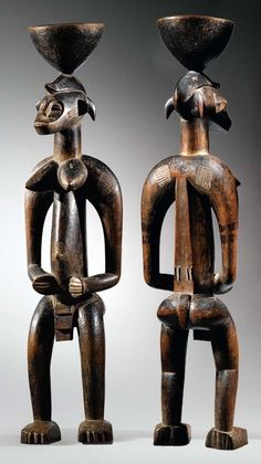 Africa | Statue from the Senufo people of the Ivory Coast | Wood | ca. early 20th century || Whereas 'Deble' statues, the ends of the legs of which merge into a cylindrical base, are part of the Poro initiatory society, the - very rare - standing cup-bearer figures are part of the 'Sandogo', the female institution in charge of divination and of ensuring the purity of matrilineal line.