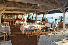 Lux Restaurant - a Cuisine est le restaurant Buffet de l'hôtel Le Lux, situé idéalement au bord du lagon.