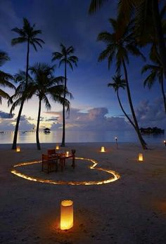 maldives honeymoon A Fine Romance - Share a romantic candlelit dinner with someone special - Gili Lankanfushi Maldives Honeymoon Packages, Honeymoon Destinations, Maldives Honeymoon, Romantic Destinations, Romantic Vacations, Romantic Dates, Romantic Travel, Romantic Beach, Places To Travel