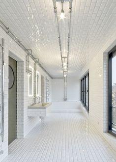 Strassenbahndepot wird Penthouse  Industrial elegance Baddesign mit gefasten…
