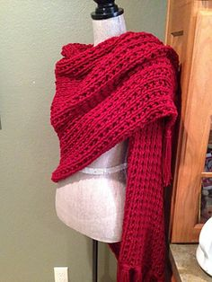 Easy prayer shawl for beginners with a two-rwo pattern. The finished fabric has a soft drape, uses four skeins of yarn, and is knitted with two strands at once.