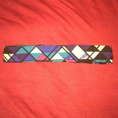 Geometric Print Headband Stretch to it, has a rubberish inside to keep from sliding off Accessories Hair Accessories