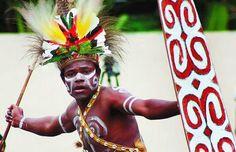 Papua, dulunya dikenal dengan nama Irian Jaya. Karena pada tahun 2002, daerah tersebut terbagi menjadi 2 Provinsi. Walau begitu, tarian tradisional yang telah dibuat oleh nenek moyang masih menjadi 1 dalam sementara waktu atas keputusan SENBUD. Kembali pada budaya Papua ternyata terdapat beberapa tarian tradisional Papua yang cukup terkenal, beberapa diantaranya sempat ditayangkan di acara Televisi nasional pada tahun 90-an.