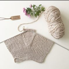 Parmaksiz eldiven yapilişi You are in the right place about handstulpen stricken Here we offer you t Fingerless Gloves Knitted, Crochet Gloves, Knit Mittens, Knitting Socks, Knitting Stitches, Knitting Patterns Free, Baby Knitting, Crochet Patterns, Knitting Projects
