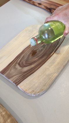 Cool 37 Wonderful Diy Cutting Board Design Ideas That You Should Try Wooden Board Crafts, Wooden Diy, Wood Crafts, Wooden Boards, Diy Cutting Board, Wood Cutting Boards, Easy Woodworking Projects, Diy Wood Projects, Woodworking Tools