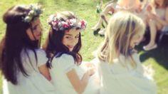 "Making of Sesion Fotos Primera Comunion. Video del ""Making of"" de la sesión de fotos que realizo Noonu Fotografía de Primeras Comuniones. Co... Girls Dresses, Flower Girl Dresses, Crown, Wedding Dresses, Flowers, Fashion, Photo Studio, Christening, Bridal Gowns"