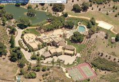 Here's the bird's eye view of the estate of Wil Smith that gives you a better idea of just how massive this place is, sitting on 150 acres: