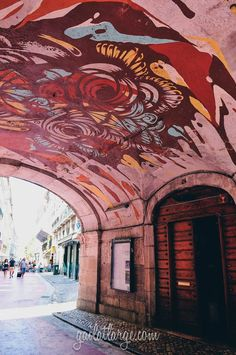 Pink Street, Lisbon - the hotest stop in the city nightlife #Portugal