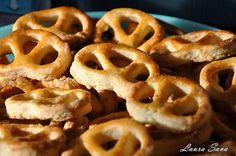 Covrigei | Retete culinare cu Laura Sava Appetizer Recipes, Appetizers, Romanian Food, Onion Rings, Waffles, Picnic, Bakery, Deserts, Pizza