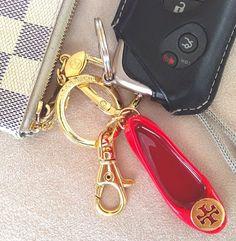 tory riva keychain - so cute!