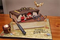 We love Harry Potter. We love cake. Obviously, we love Harry Potter themed cakes. From Dailypix Harry Potter Treats, Bolo Harry Potter, Harry Potter Birthday Cake, Harry Potter Theme, Harry Potter Monster Book, Book Cakes, Cake Wrecks, Incredible Edibles, Party Decoration