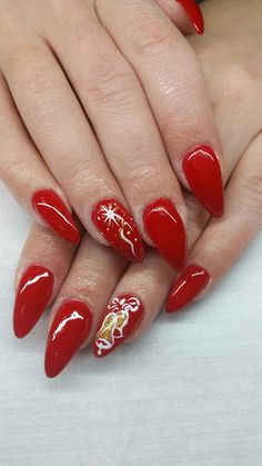 What is the perfect Christmas nail acrylic idea you want? And with the re-creation of your own nails before Christmas, cute elk, snowman and candy cane are the most representative of Christmas. Christmas Nail Art Designs, Holiday Nail Art, Christmas Ideas, Christmas Manicure, Xmas Nails, Gorgeous Nails, Love Nails, Pig Nails, Neutral Nails