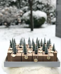 With each new year come new interior trends and crages to consider and even reconsider, so that you Christmas Craft Show, Clay Christmas Decorations, Christmas Crafts For Gifts, Christmas Time, Merry Christmas, Holiday Decor, Purple Wine, Happy Holidays, Advent Calendar