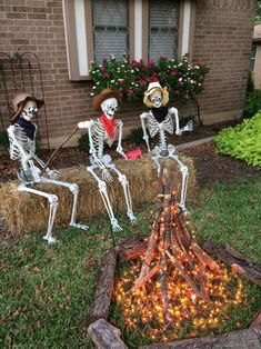 24 Cool DIY Halloween Projects Will Give Your Guests A Fright - ‣ a u t u m m - halloween crafts Homemade Halloween Decorations, Halloween Party Decor, Holidays Halloween, Halloween Crafts, Happy Halloween, Creepy Halloween, Halloween 2014, Halloween Yard Ideas, Outside Halloween Decorations