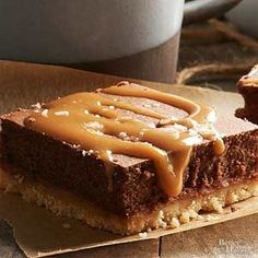 These delicious cheesecake bars will be the highlight of any table. This cheesecake bar recipe will disappear quickly!/