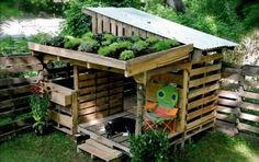 20 Awesome Ideas for Your Pallet House or Shelter - Page 10 of 21