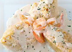 Coquilles farcies aux crevettes et au crabe dans une sauce crémeuse à l'ail                                                                                                                                                     Plus
