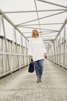 Huge white chunky knit, leopard ankle boots, boyfriend jeans