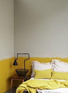 peinture-chambre-jaune-et-gris-des-couleurs-douces-pour-une-deco-chambre-adulte. Home Bedroom, Bedroom Decor, Master Bedroom, Wall Decor, Bedroom Ideas, Fall Bedroom, Bedroom Storage, Diy Wall, Bedroom Wall