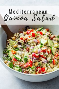 This Mediterranean quinoa salad recipe is the BEST! It's easy to make, healthy and gluten-free Serve up this recipe as a side or a main everyone will love! The post Mediterranean quinoa salad appeared first on Garden ideas - Health and fitness Mediterranean Quinoa Salad, Mediterranean Diet Recipes, Greek Quinoa Salad, Gluten Free Quinoa Salad, Dressing For Quinoa Salad, Chicken Quinoa Recipes, Salad Recipes Healthy Vegetarian, Southwest Quinoa Salad, Dessert Healthy