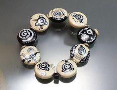 Monochrome glass bead stretch bracelet, handmade lampwork beads OOAK by Melanie…