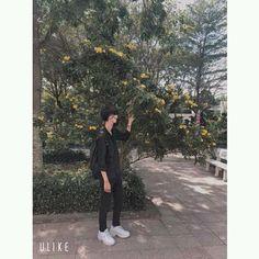 Ảnh Tao Kiếm :)) Save = Follow   #Trang✔ Korean Boys Ulzzang, Cute Korean Boys, Ulzzang Boy, Cool Boy Image, Korean Best Friends, Korea Boy, Boy Photography Poses, Cute Girl Face, Flower Boys