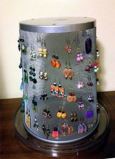 Wire trashcan + lazy Susan equal earing display – holder – Diy Jewelry To Sell Jewellery Storage, Jewelry Organization, Jewellery Displays, Display Ideas For Jewelry, Storage Organization, Diy Jewelry Holder, Necklace Holder, Jewelry Box, Jewelry Stand