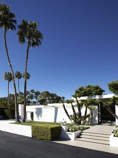 home improvement,house renovation,redo house,remodle homes Modern Contemporary Homes, Mid-century Modern, Modern Houses, Palm Springs Mid Century Modern, Urban Concept, House Stairs, Next At Home, Curb Appeal, Interior And Exterior