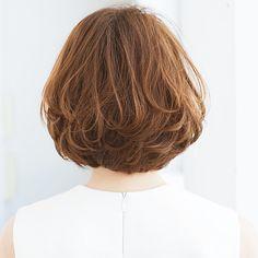 乾かすだけで丸みが出現!時短スタイリングで楽ちんボブスタイル【40代のボブヘア】 | ファッション誌Marisol(マリソル) ONLINE 40代をもっとキレイに。女っぷり上々! Asian Short Hair, Short Wavy Hair, Short Hair With Layers, Medium Bob Hairstyles, Hairstyles With Bangs, Cool Hairstyles, Shot Hair Styles, Haircut For Thick Hair, Pastel Hair