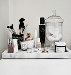 Iconic Skincare Health and Body Workouts Rangement Makeup, Vanity Organization, Care Organization, Vanity Decor, Makeup Rooms, Home Design, Design Design, Interior Styling, Sweet Home
