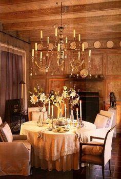 Dining room, John Saladino   http://mrsblandings.blogspot.com/2009/06/enduring-style-suzanne-rheinstein.html?m=1