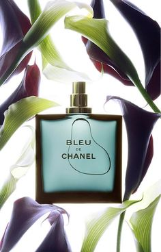 Flacon bleu de Chanel