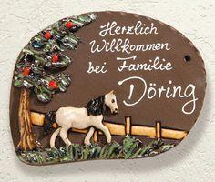 """#Keramik Türschild """"Pferd"""", wetterfestes Namensschild - Ein weißes Pferd ziert dieses hübsche Türschild - nicht nur für Pferdeliebhaber eine schöne Idee. Aus wetterfest gebrannter #Keramik."""