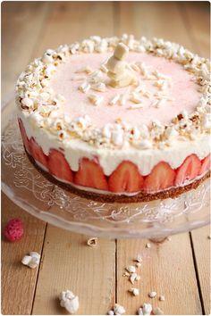 Gâteau printanier parfum amande, crémeux citron et fraises Ciflorette   chefNini