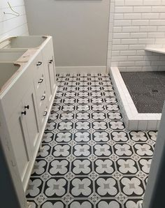 The impact of this cementine floor is incredible. The Black Goose Design nailed it with this crisp, exciting bath project! #azt#arizonatile #cementtile #bath #design https://arizonatile.com/en/products/porcelain-and-ceramic/cementine-black-and-white#utm_sguid=152185,bfa10961-bec9-e2fb-fc6f-d49955e8c3f2